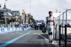 Lucas Di Grassi, Audi Sport ABT Schaeffler, marche dans la voie des stands