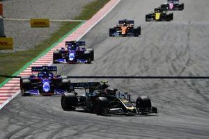 Kevin Magnussen, Haas F1 Team VF-19, leads Daniil Kvyat, Toro Rosso STR14, Alexander Albon, Toro Rosso STR14, and Carlos Sainz Jr., McLaren MCL34