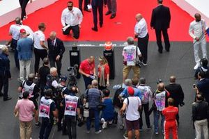 A tribute to the late Niki Lauda is prepared