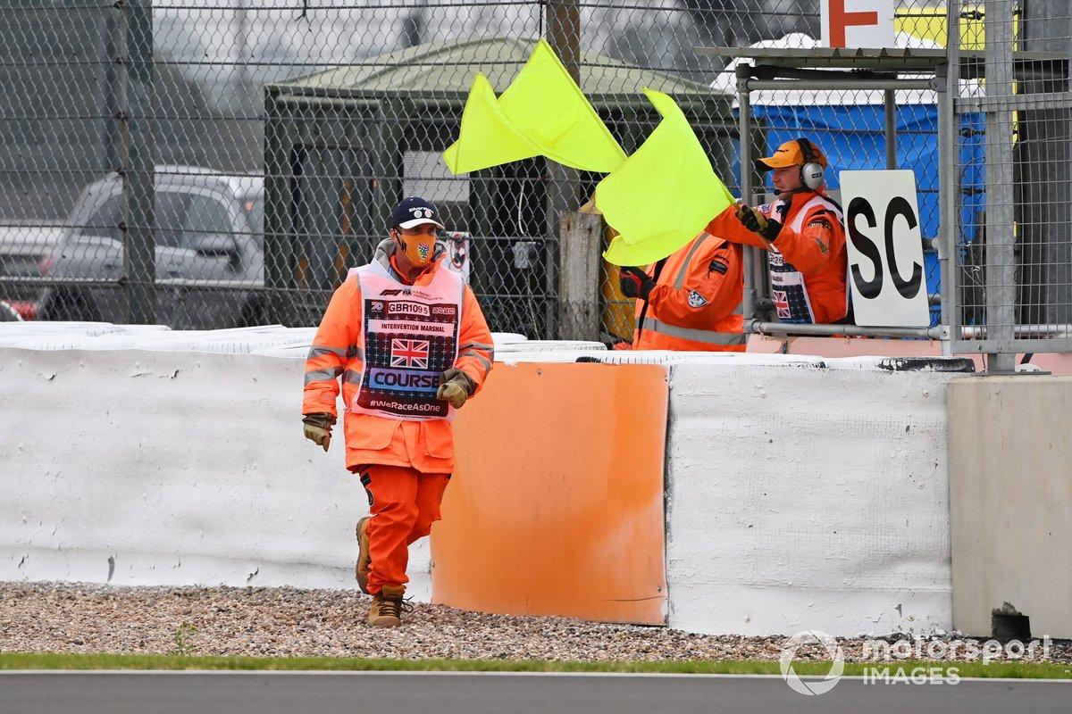 Panel de Safety Car y banderas amarillas en Silverstone