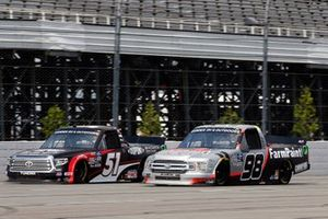 Brandon Jones, Kyle Busch Motorsports, Toyota Tundra DuPont Air Filtration/Menards and Grant Enfinger, ThorSport Racing, Ford F-150 Protect the Harvest/Curb Records