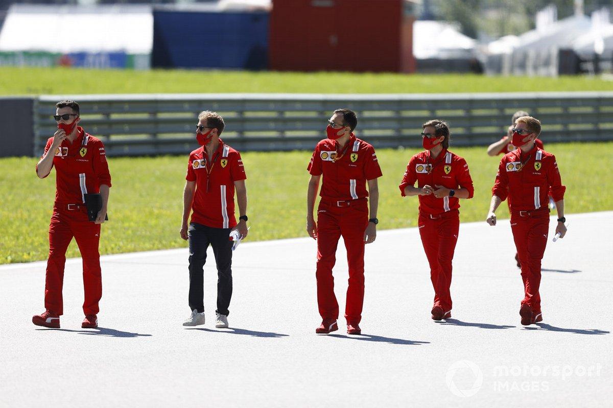 Sebastian Vettel, Ferrari cammina in pista