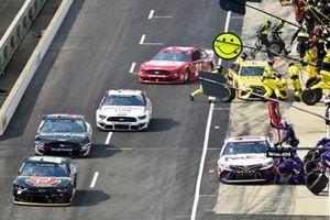 Alex Bowman, Hendrick Motorsports, Chevrolet Camaro ChevyGoods.com/Adam'sPolishes and Denny Hamlin, Joe Gibbs Racing, Toyota Camry FedEx Express