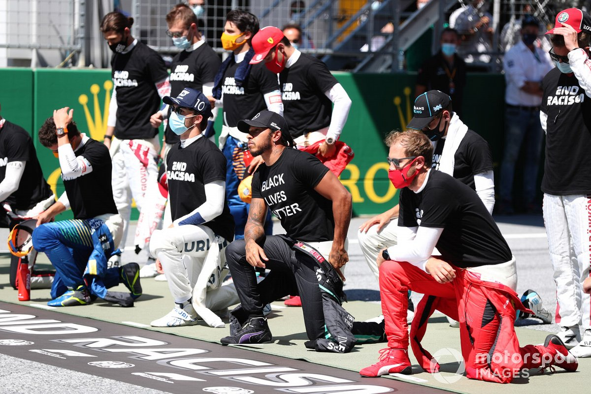 Lewis Hamilton, Mercedes-AMG Petronas F1, and the drivers take a knee on the grid