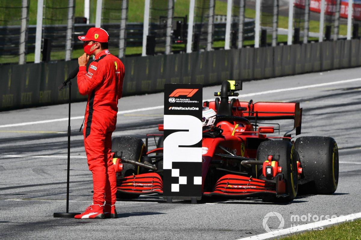 Charles Leclerc, Ferrari, habla con los medios después de la carrera