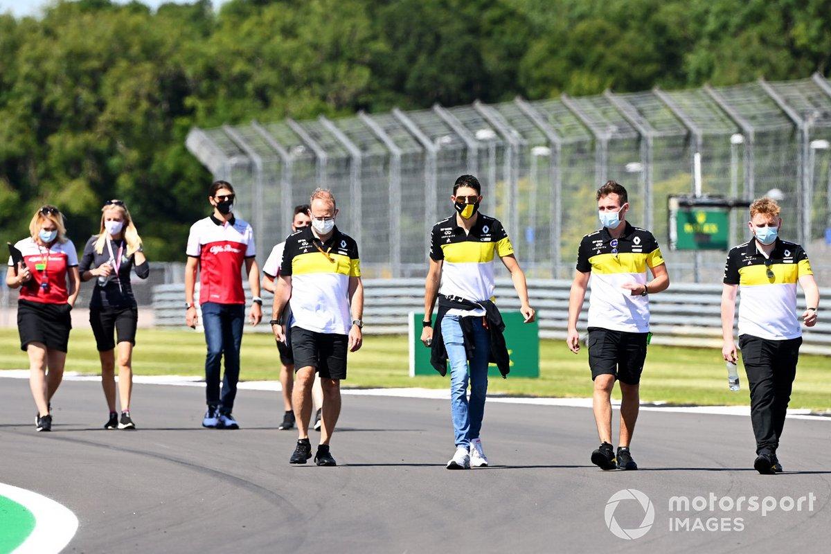 Esteban Ocon, Renault F1 walks the track with members of the team with Antonio Giovinazzi, Alfa Romeo doing the same behind
