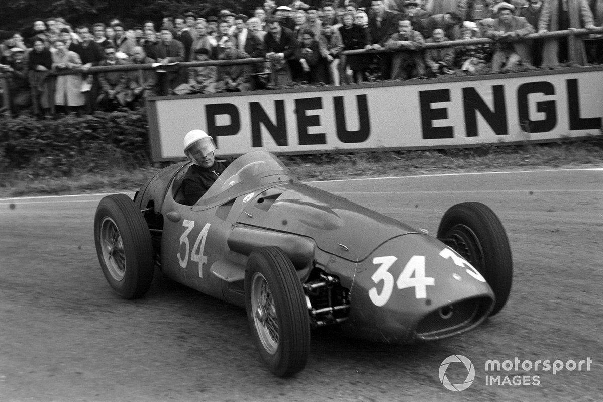 Главной надеждой Maserati оставался Стирлинг Мосс. Проведя полтора года в роли напарника Фанхио по Mercedes, 25-летний британец был полон желания обыграть Маэстро