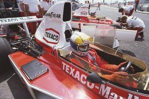 Jochen Mass, McLaren M23, Emerson Fittipaldi, McLaren M23