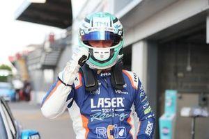 Race winner Ashley Sutton, Laser Tools Racing Infiniti Q50