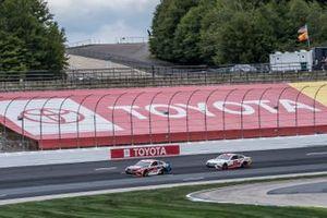 Кристофер Белл, Leavine Family Racing, Toyota Camry и Мартин Труэкс-младший, Joe Gibbs Racing, Toyota Camry