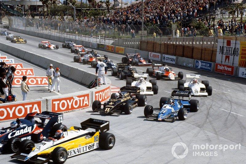 Derek Warwick, Toleman TG183B Hart, Eddie Cheever, Renault RE30C, en la salida