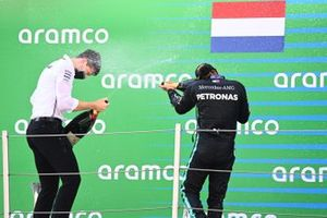 Lewis Hamilton, Mercedes-AMG Petronas F1, 1st position, sprays the victory Champagne