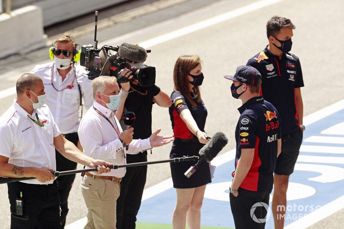 Max Verstappen, Red Bull Racing, es entrevistado por Johnny Herbert de la televisión Sky