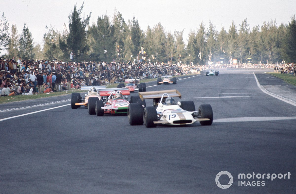 Pedro Rodríguez, BRM P153, Chris Amon, March 701 Ford y Denny Hulme, McLaren M14A Ford