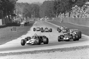 Jackie Oliver, BRM P153, Clay Regazzoni, Ferrari 312B y Denny Hulme, McLaren M14A Ford