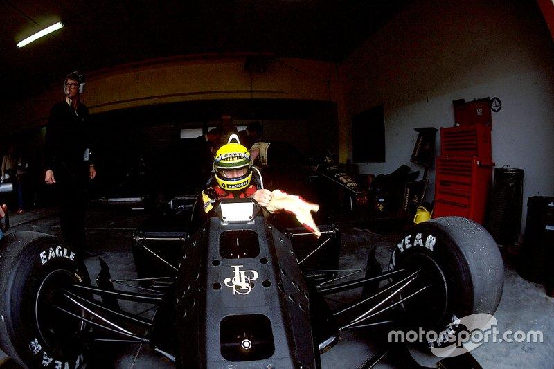Пришло время пятничной квалификации, фаворитом которой считался Айртон Сенна. После перехода в Lotus бразилец был просто неудержим. До Спа он выиграл поулы трех предыдущих Гран При