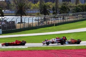 Crash: Anthony Davidson, Super Aguri F1 SA07, Adrian Sutil, Spyker F8-VII
