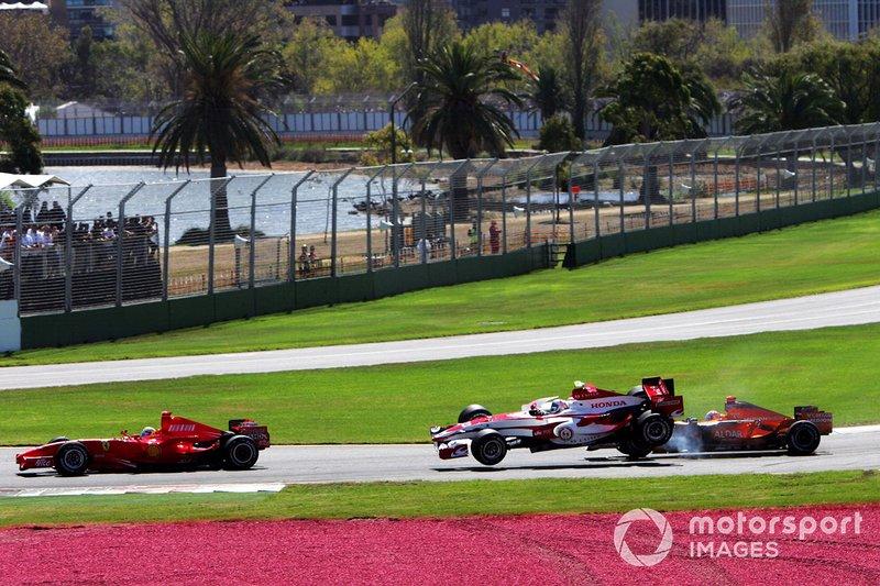 Accrochage entre Anthony Davidson, Super Aguri F1 SA07 et Adrian Sutil, Spyker F8-VII au départ