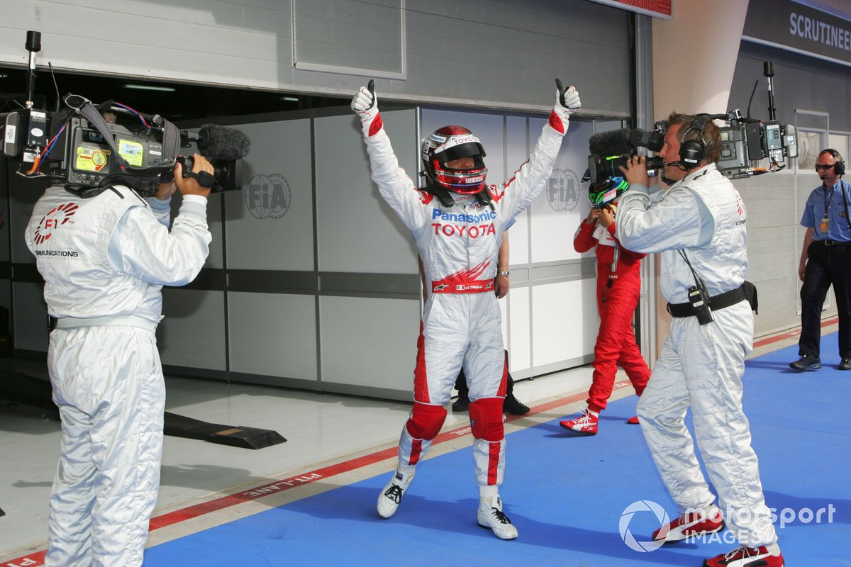 Jarno Trulli, Toyota celebrates his pole position in parc ferme
