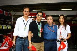 Aaron Kwok, actor, Jean Todt, CEO de Ferrari y Michelle Yeoh