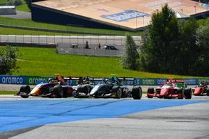 Liam Lawson, HITECH GRAND PRIX leads Jake Hughes, HWA Racelab en Logan Sargeant, Prema Racing