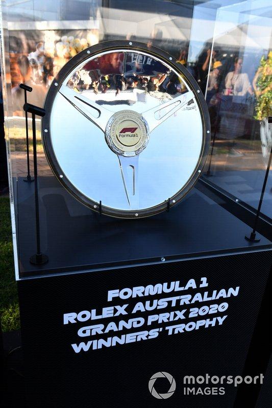 Il trofeo per il vincitore del Gp d'Australia 2020