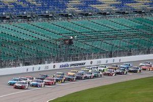 Брэд Кеселовски, Team Penske, Ford Mustang и Мартин Труэкс-младший, Joe Gibbs Racing, Toyota Camry