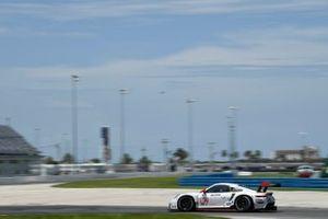 #912: Porsche GT Team Porsche 911 RSR - 19, GTLM: Laurens Vanthoor, Earl Bamber
