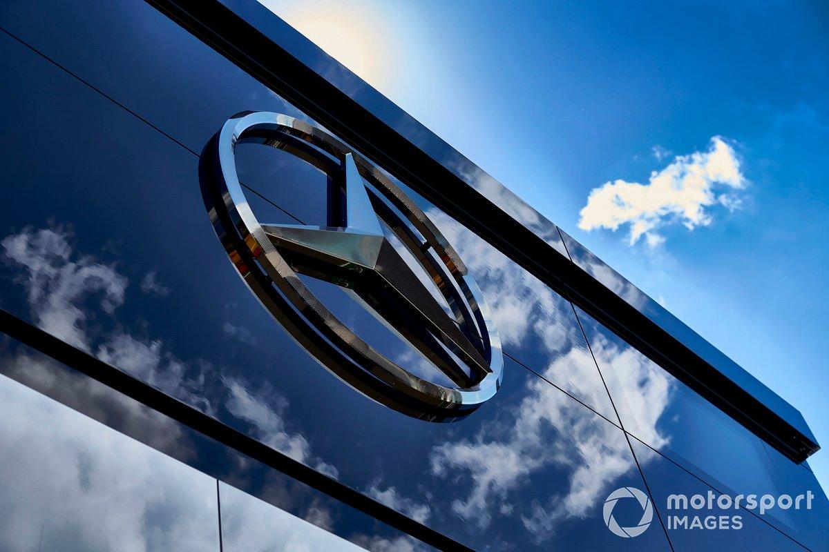 Логотип Mercedes на моторхоуме
