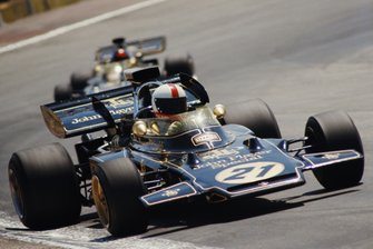 Dave Walker, Lotus 72D Ford, devant Emerson Fittipaldi, Lotus 72D Ford