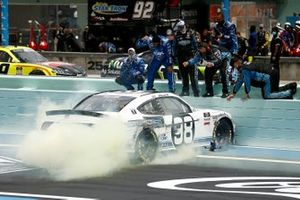 Race Winner Chase Briscoe, Stewart-Haas Racing, Ford celebrates the victory