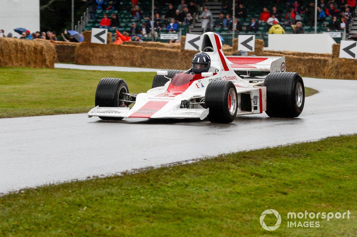Damon Hill au volant de la Shadow DN1 (1973)