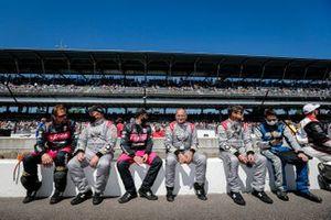 Des membres de l'équipe de Conor Daly, Ed Carpenter Racing Chevrolet et de Jack Harvey, Meyer Shank Racing Honda