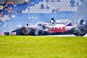 Nikita Mazepin, Haas VF-21, part en tête-à-queue