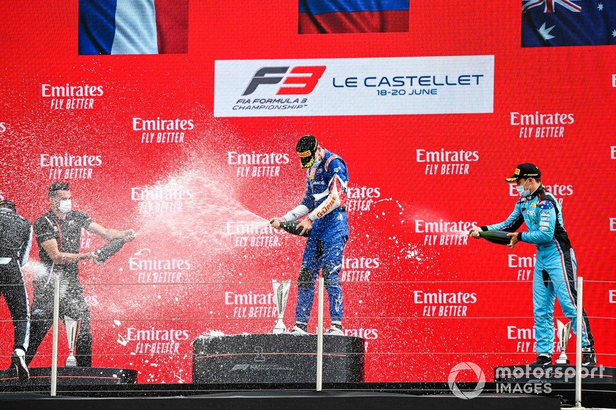 El ganador, Alexander Smolyar, ART Grand Prix y Calan Williams, Jenzer Motorsport
