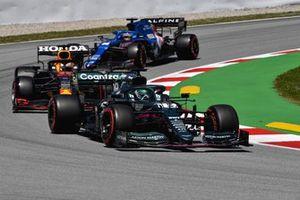 Lance Stroll, Aston Martin AMR21, Max Verstappen, Red Bull Racing RB16B et Fernando Alonso, Alpine A521