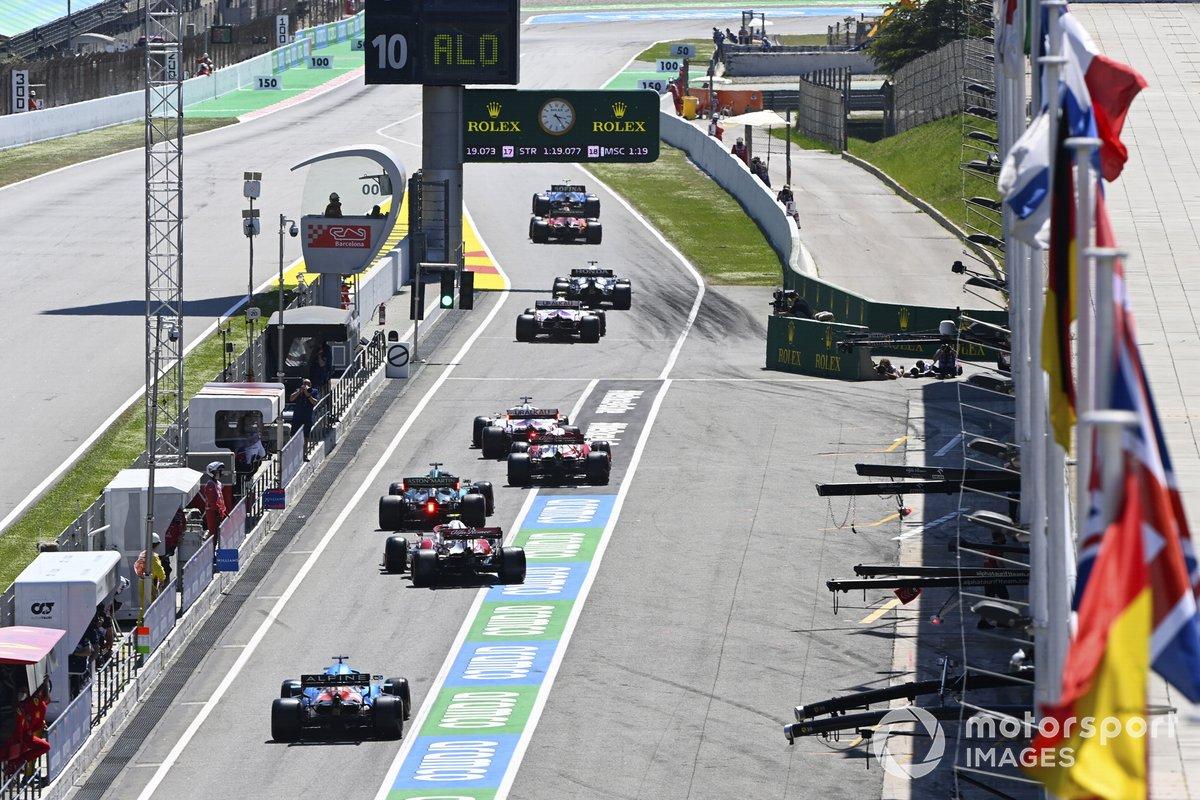 Nicholas Latifi, Williams FW43B, Los pilotos salen de los boxes al comienzo de la clasificación