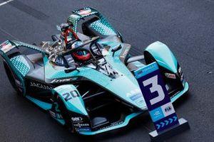 Mitch Evans, Jaguar Racing, Jaguar I-TYPE 5, 3ᵉ, dans le parc fermé