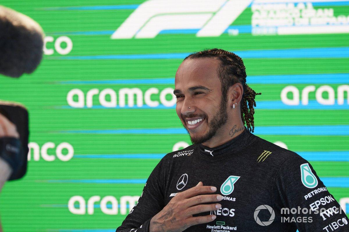 Lewis Hamilton, de Mercedes, en el Parc Ferme tras conseguir su pole position 100 en la F1