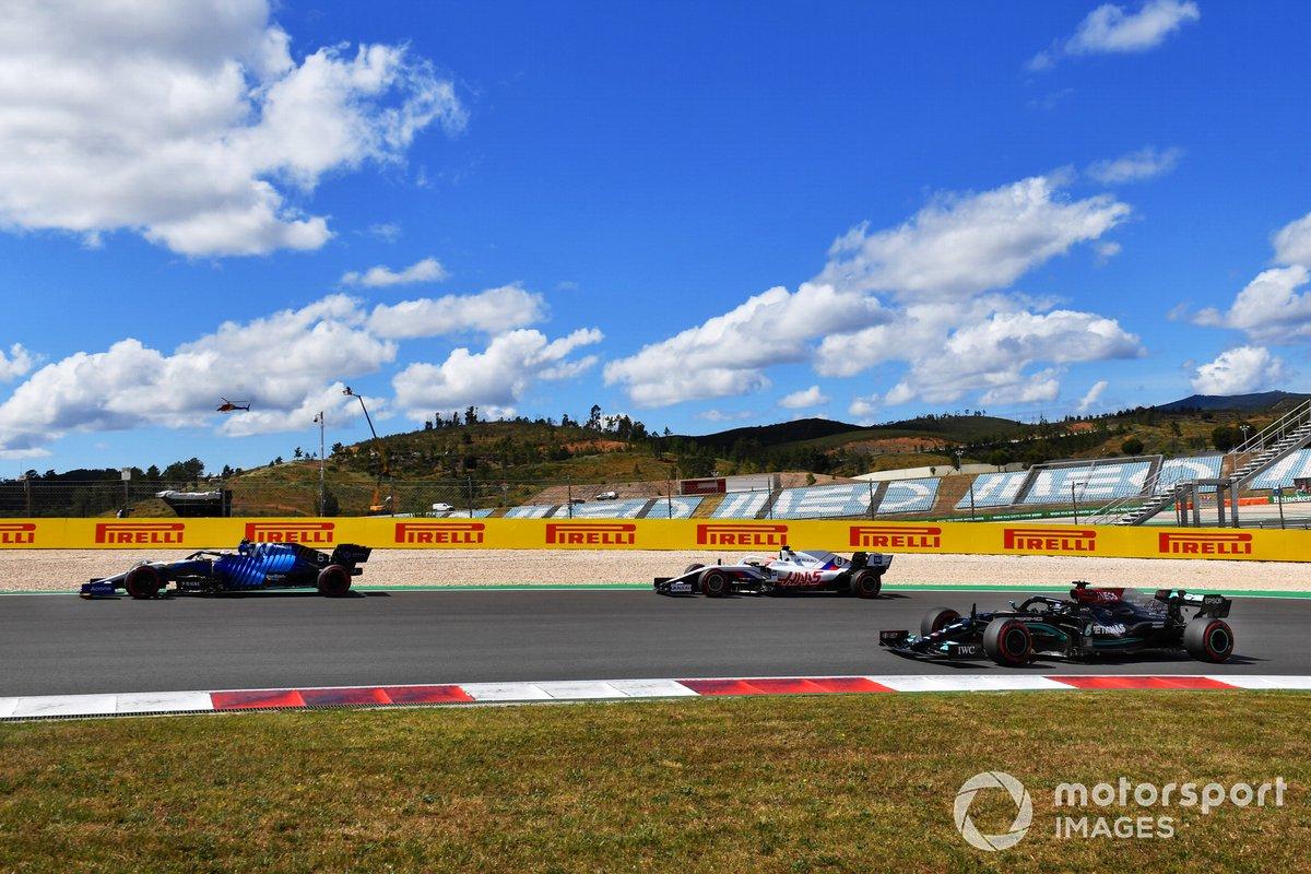 Lewis Hamilton, Mercedes W12, Nicholas Latifi, Williams FW43B, Nikita Mazepin, Haas VF-21