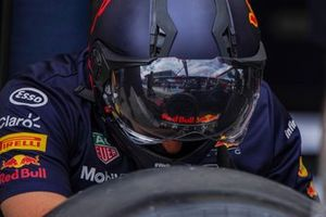 Des mécaniciens Red Bull Racing au travail