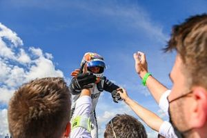 Ganador Edoardo Mortara, Venturi Racing celebra con el equipo