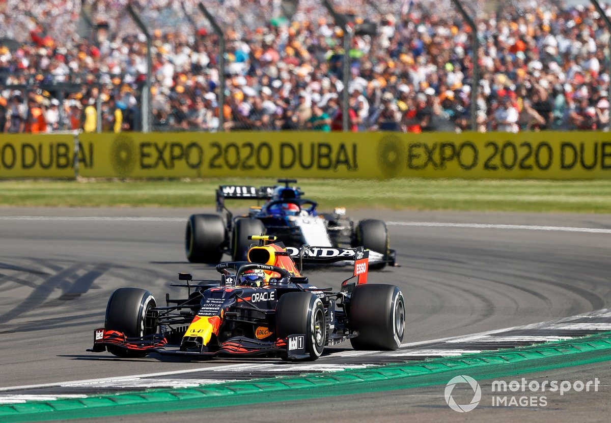 Sergio Perez, Red Bull Racing RB16B, George Russell, Williams FW43B