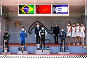 Felipe Drugovich, Uni-Virtuosi, Race Winner Guanyu Zhou, Uni-Virtuosi Racing and Roy Nissany, DAMS on the podium