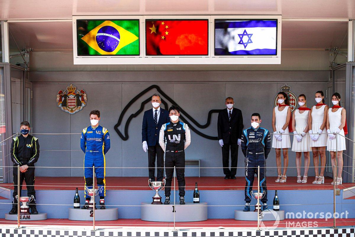 Podio: Felipe Drugovich, Uni-Virtuosi, Race Winner Guanyu Zhou, Uni-Virtuosi Racing y Roy Nissany, DAMS