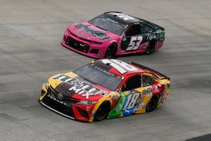 Kyle Busch, Joe Gibbs Racing, Toyota Camry M&M's Mix, Garrett Smithley, Rick Ware Racing, Ford Mustang RichMar Florists