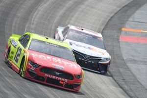 Ryan Blaney, Team Penske, Ford Mustang Menards/Cardell Cabinetry, Denny Hamlin, Joe Gibbs Racing, Toyota Camry FedEx Office