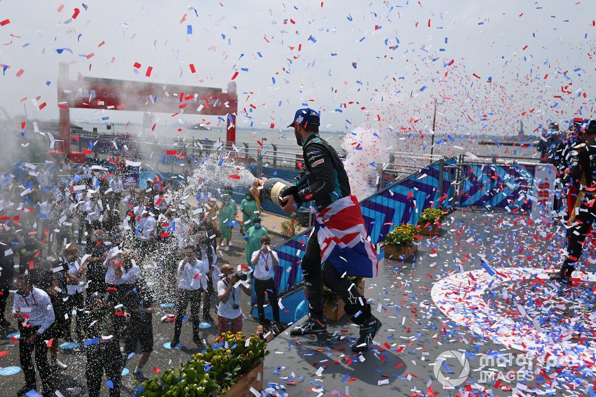 Podio: ganador Sam Bird, Jaguar Racing