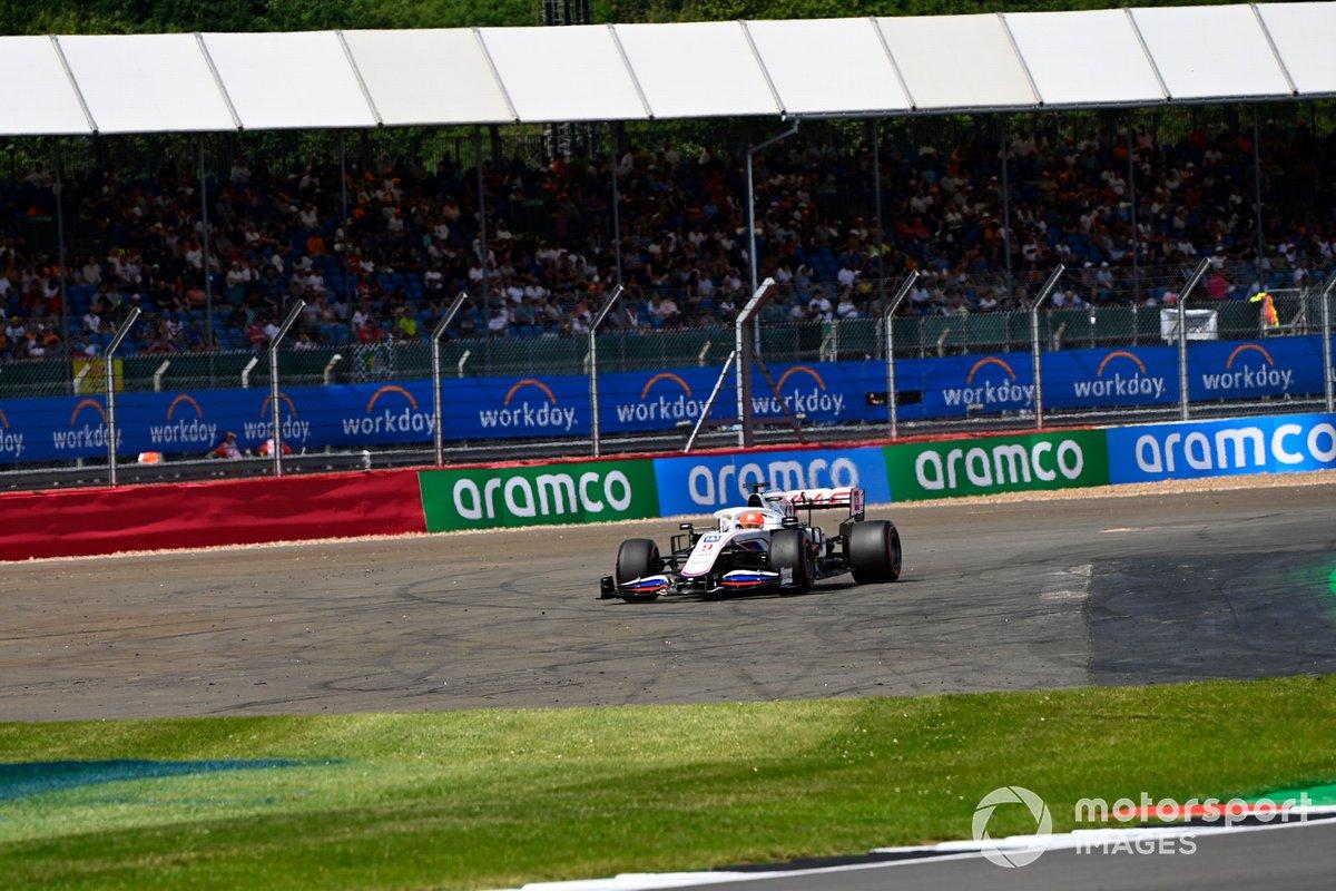 Nikita Mazepin, Haas VF-21, esce fuori dal circuito