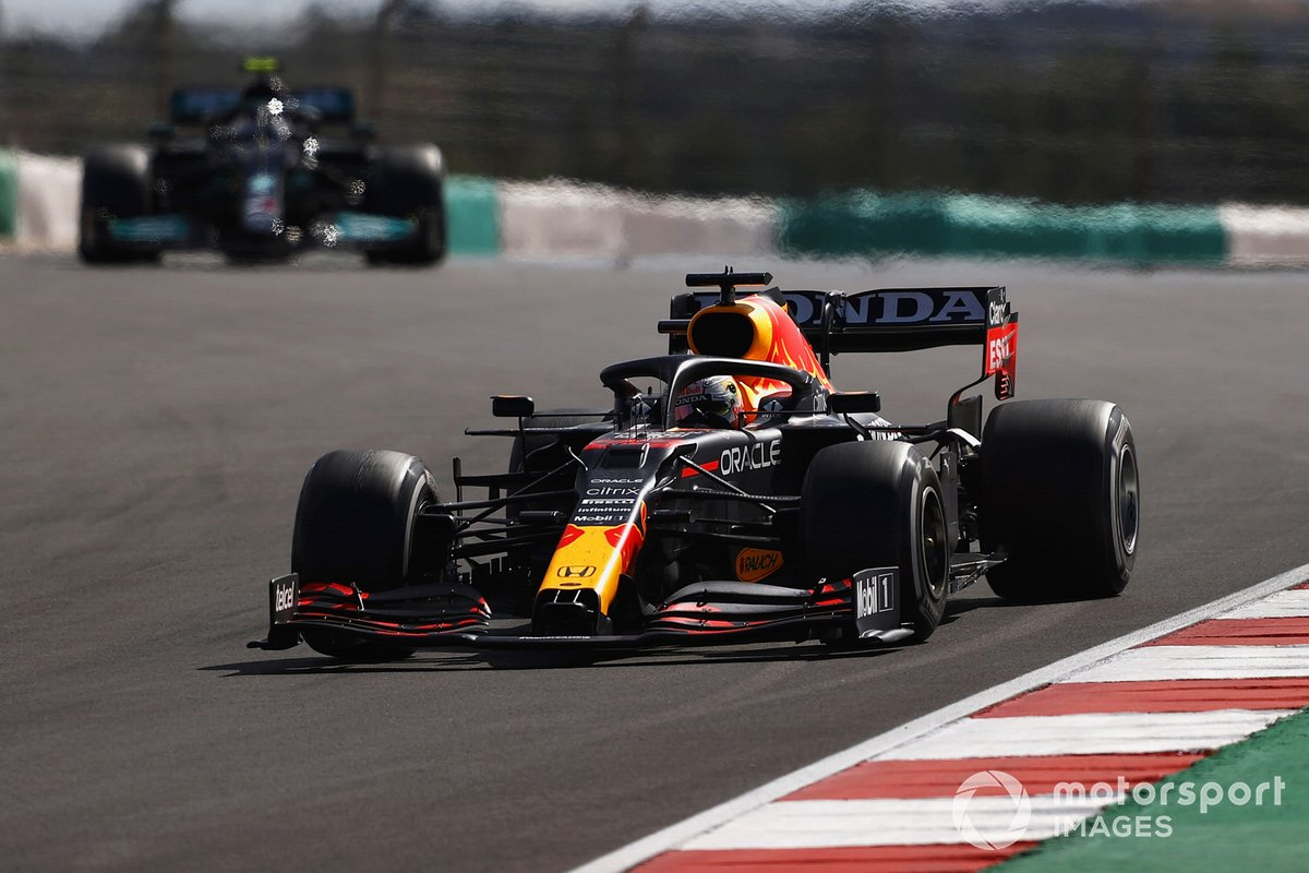 Max Verstappen, Red Bull Racing RB16B, Valtteri Bottas, Mercedes W12